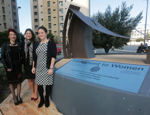 Tribute to women; Monument at King´s wharf is unveiled